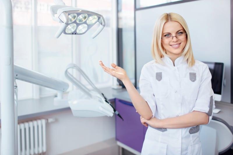 5 מנהגים הפוגעים בבריאות הפה והשיניים שלכם